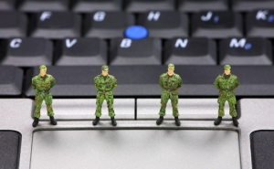 army-soldiers-laptop-540x334